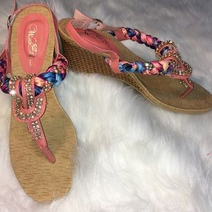 NWTs Wild Rose Sandals Beautiful